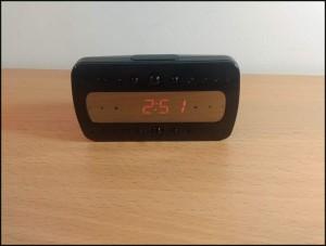 spijunska kamera stoni sat FULL HD - spijunske kamere - na stolu